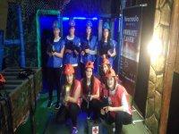 grupo de chicas laser tag