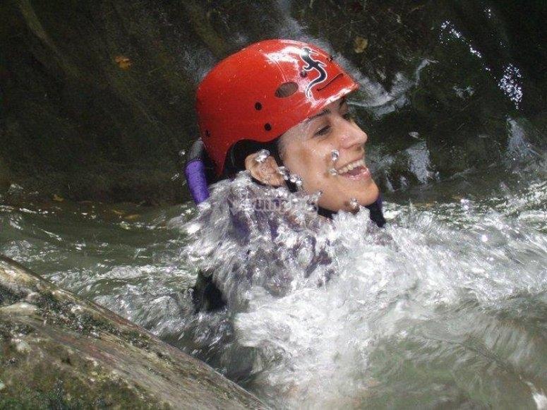 Godendo di una sessione di canyoning