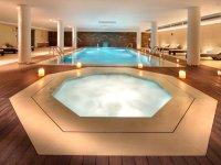 游泳池在水疗中心