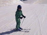 Peque aprendiendo esqui