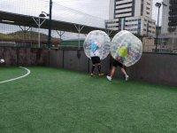 Encontronazo entre jugadores de bubble soccer