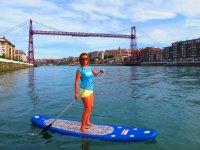 Paddle surf frente al puente