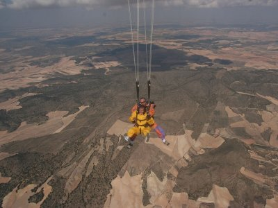 Super Sundays: skydiving in Ontur