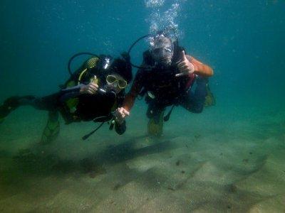 在马贝拉海岸潜水洗礼