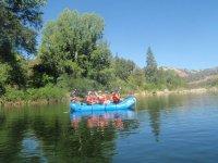 Rafting di medio livello in un gruppo