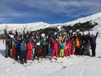 Todo el grupo de esqui