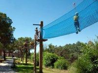 Parque de cuerdas en el campamento