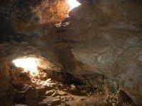 La cueva con la luz del día