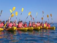 Kayak en grupo. Mar Mediterráneo