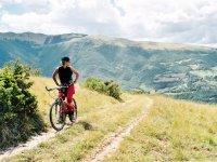 Guardando il paesaggio dalla bici