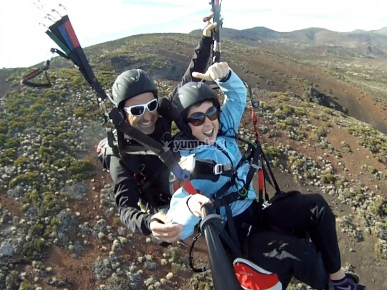 Video and photographs of the paragliding flight