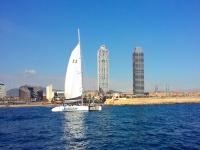 在海上和巴萨双体船双体船的天际线垫