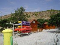 Alojamiento y kayaks