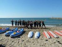 Alumnos de surf felices