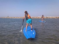 Sinking the SUP paddle in the sea