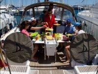 Comiendo en cubierta