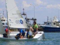驾驶帆船比赛为所有年龄
