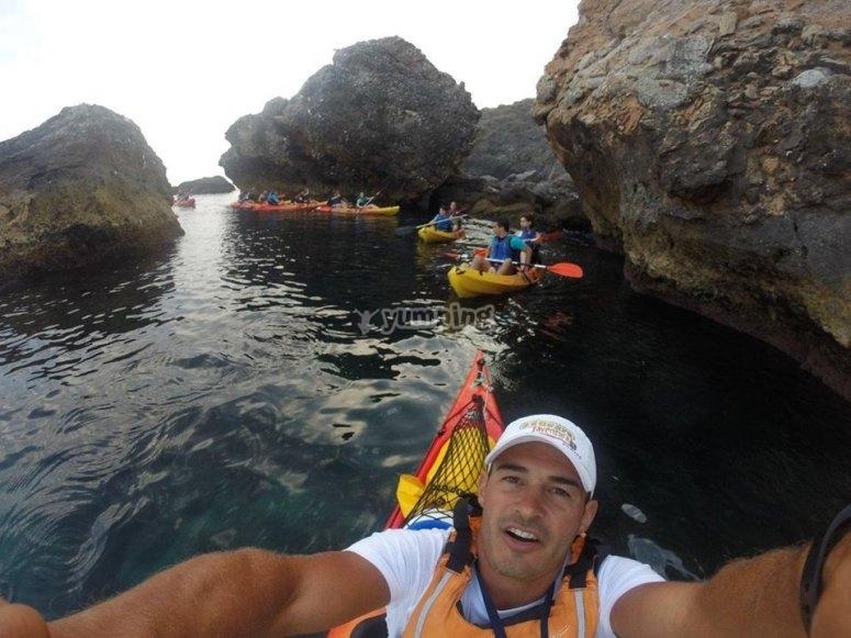 Recorrido en kayak por la cueva del Lobo