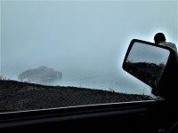 Desde el interior del toterreno por la costa nublada