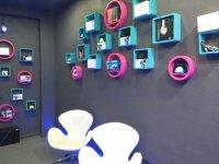 Sala con equipos tecnologicos