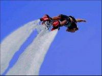 Haciendo acrobacias con el flyboard