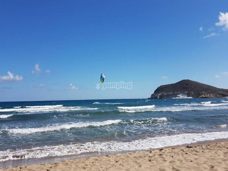 Praticando windsurf en Guardamar