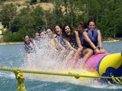 香蕉船或滑翔机在巴拉索纳湖15分钟