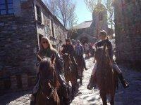 Por las calles del pueblo a caballo