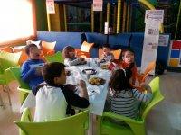 Los niños comen sano y variado