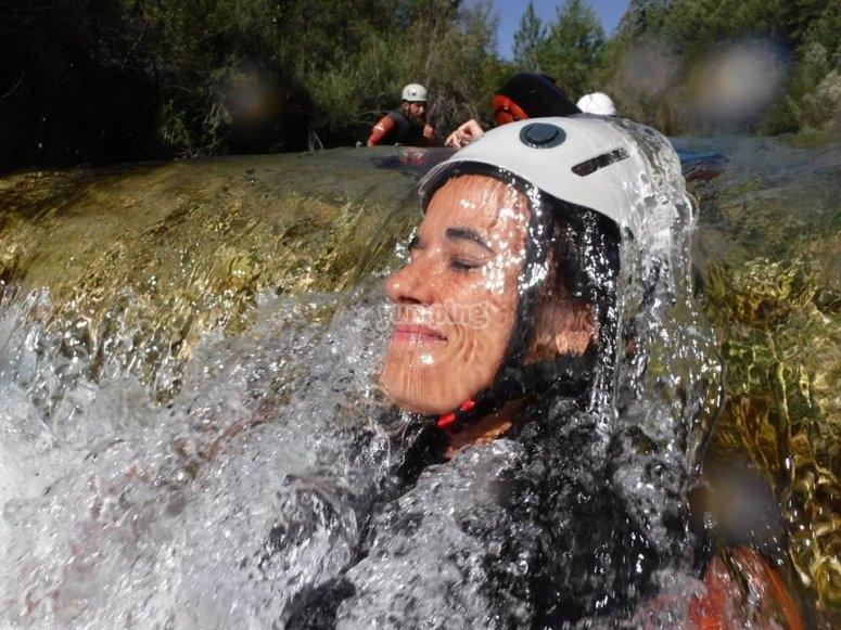 Disfrutando del agua del barranco