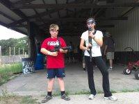Jovenes preparados para el combate de laser