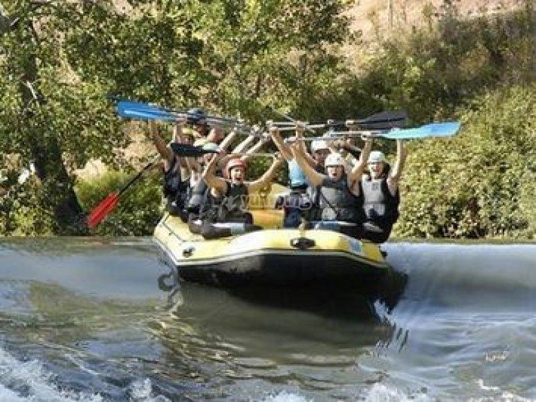 Grupo rafting en Cantabria
