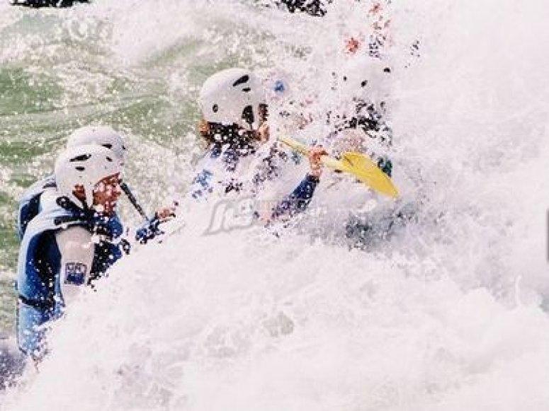 Disfruta con amigos en rafting