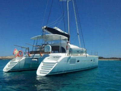 Rent 5 hours on a Lagoon Catamaran with captain