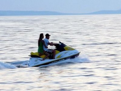 Alquiler de moto de agua biplaza en Calella 1h