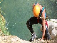 瓦伦西亚溪降冒险蹦极绳溪降在比利牛斯