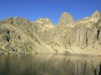 夏季和冬季的比利牛斯山脉