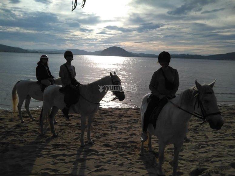 Atardeciendo a caballo en la costa de Cantabria