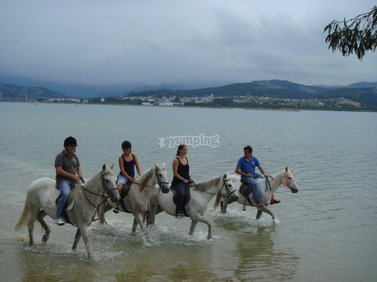 Cabalgando por la orilla de Playa El Regatón