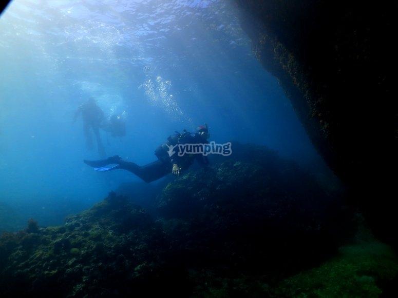 Una vez titulado podrás bucear acompañado de un Diver Master