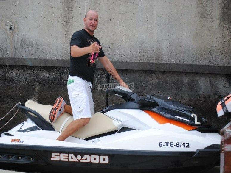 特内里费岛的双座水上摩托车