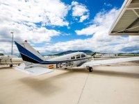 Avioneta en el hangar de Pamplona