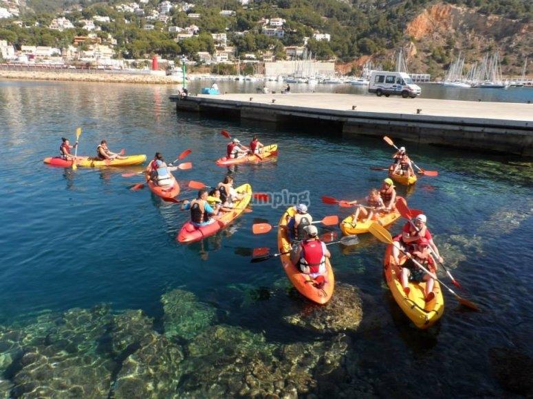 Grupo numeroso de kayak