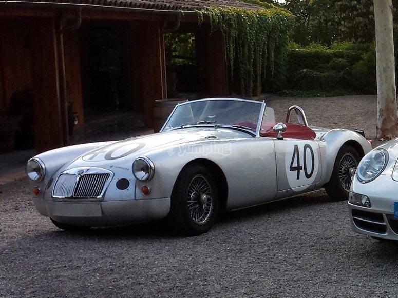 Auto sportiva classica MGA