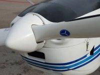 飞在Cerdanya超轻超轻型飞行