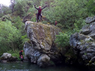 在Najerilla河和Brieva河上溪降