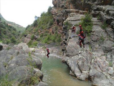 在Leza峡谷溪降,3个小时