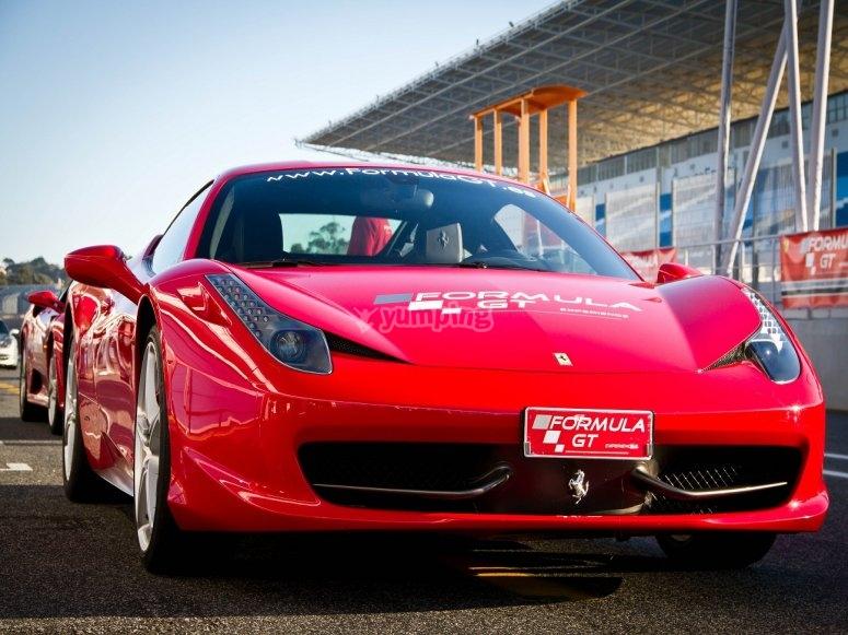 Ponte al volante del Ferrari F458