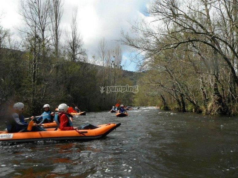 Bajando con las canoas