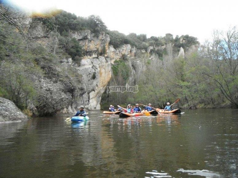 Grupo de canoa rafts